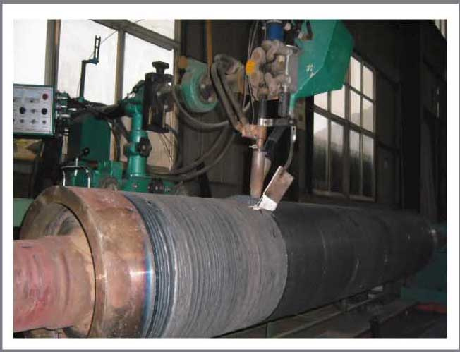 Continuous casting roll for steel plant and surfacing welding wire for conveying roller