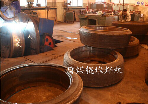 Repairing self protective welding wire by surfacing of grinding roller